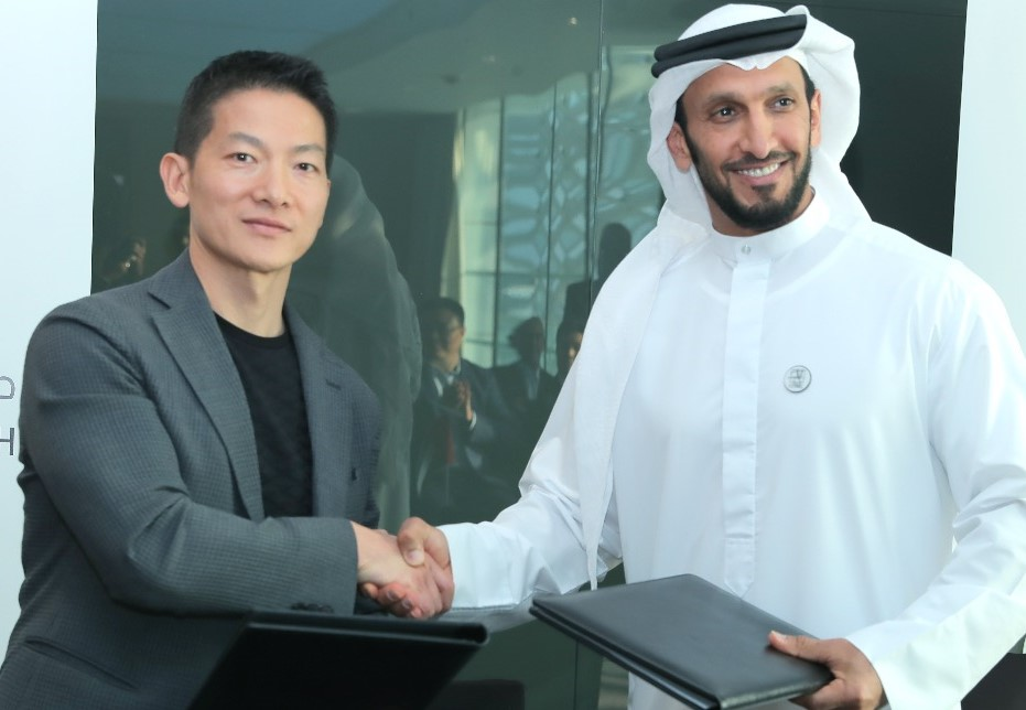 L-R: Peng Xiao, CEO of Group 42 launching the Genome Program with H.E. Sheikh Abdulla Bin Mohamed Al Hamed, Chairman of Department of Health - Abu Dhabi