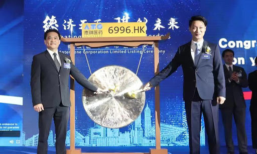 Image Caption: Antengene's listing ceremony in Shanghai: Dr. Jay Mei (Left); Mr. Yiteng Liu (Right)